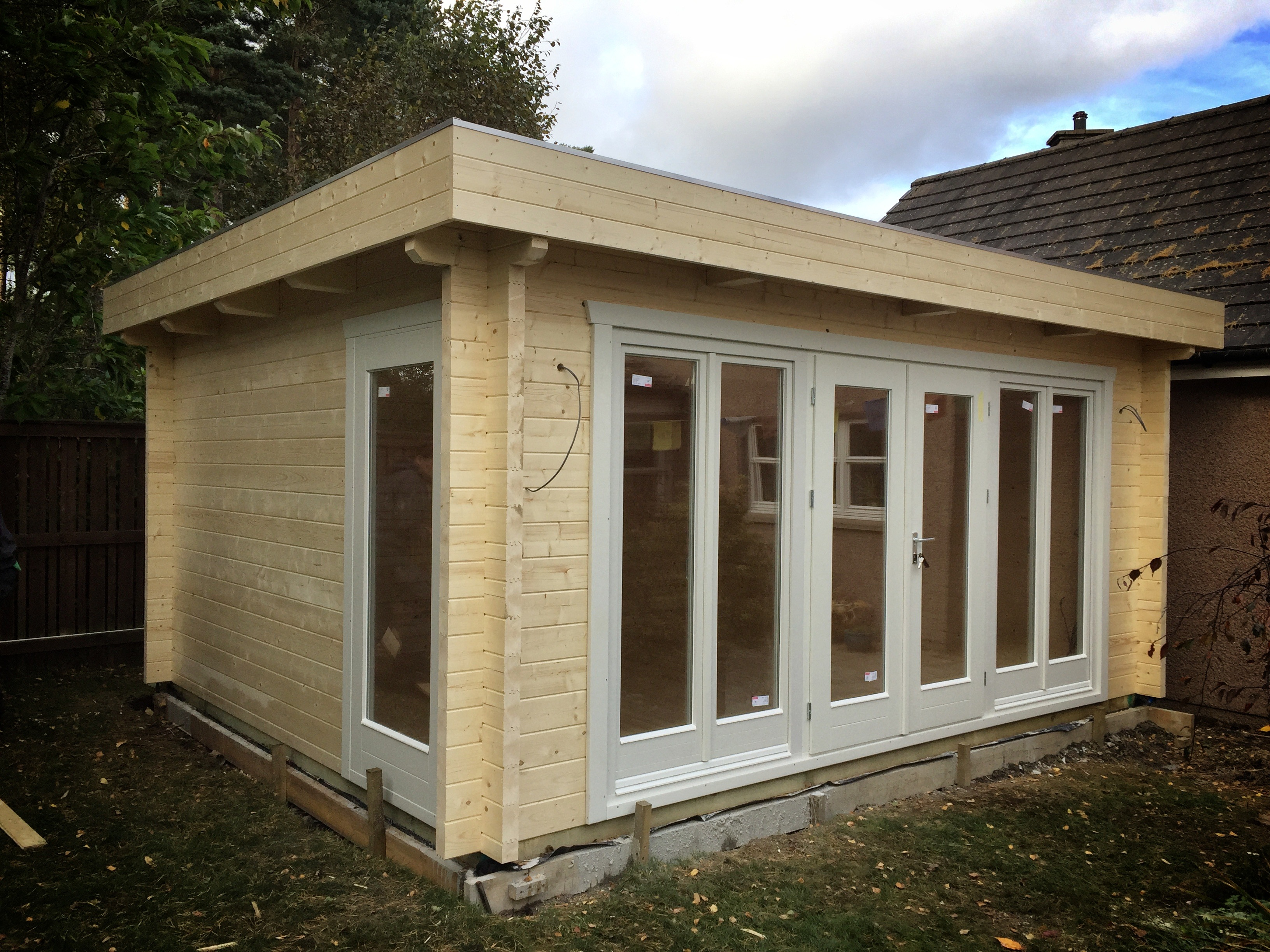 FPL9554 - Flat Roof Log Cabin 400x500